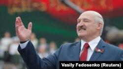 Тәуелсіздік күніне арналған мерекелік шарада сөйлеп тұрған Беларусь президенті Александр Лукашенко. Минск, 3 шілде 2020 жыл.