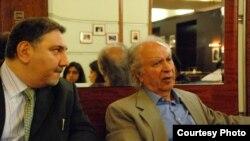 امیرمصدق کاتوزیان (چپ) در کنار ایرج گرگین