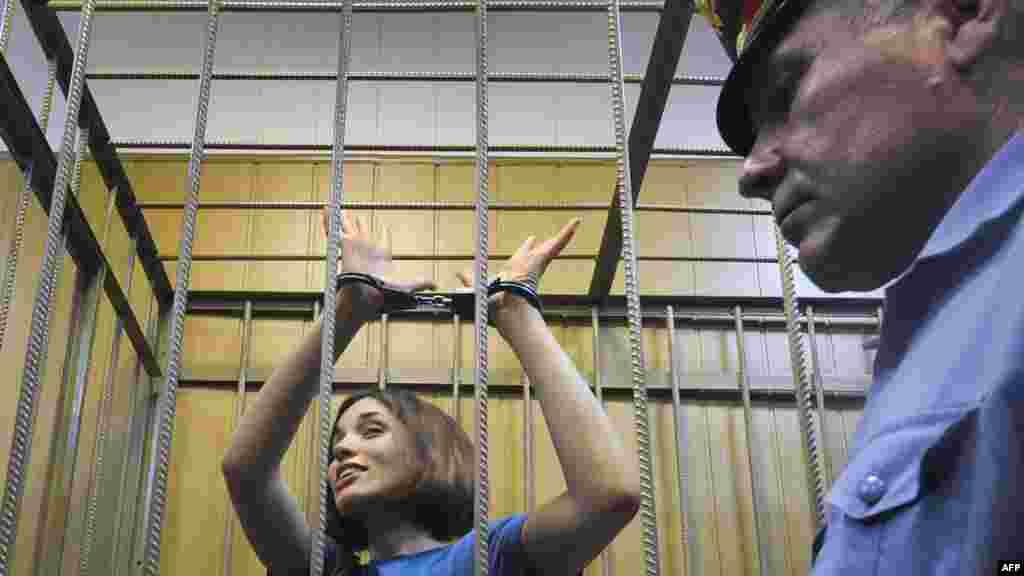 Толоконникова в суде, 4 июля 2012 года