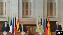 (Зліва направо) Мар'яно Рахой, Франсуа Олланд, Анґела Меркель та Маріо Монті, Брюссель, 22 червня 2012 року