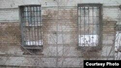 Окна бывшей «Малой тюрьмы» в Туркестане. Фото предоставлено Кайратом Мусабаевым.
