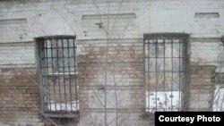 Түркістандағы «Кіші түрменің» терезелері. Фотоны Қайрат Мұсабаев жолдаған.