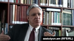 Armenia - Former Foreign Minister Vartan Oskanian is interviewed by RFE/RL's Armenian service in Yerevan, 18Feb2012.