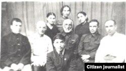 """Цlадаса Хlамзат (бакьулъ), """"Магlарул большевик"""" газеталъул хlалтlухъабазул дандчlваялда. 1941 сон. Сураталъул автор лъаларо."""