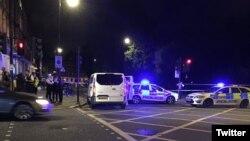 Лондонның орталық Рассел-сквер алаңында шабуыл болған орында жүрген полицейлер. Ұлыбритания, 4 тамыз 2016 жыл.