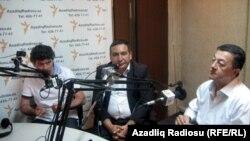 """(soldan sağa) Şahbaz Xuduoğlu, Rəşad Məcid və Elçin Şıxlı """"Pen klub""""da. 2 iyun 2011"""