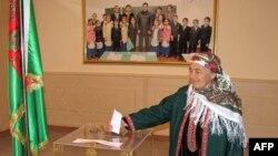 Избирательный участок в селе Гыпчак, парламентские выборы в Туркменистане, 2013.