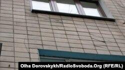 Тріщини в будинку на проспекті Театральному в центрі Донецька