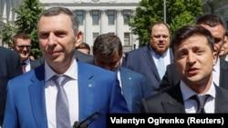 Szerhij Sefir (balra) Volodimir Zelenszkij elnökkel 2019-ben Kijevben
