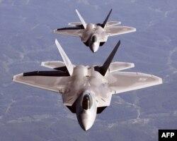 Літаки F/A-22A Raptor у повітрі