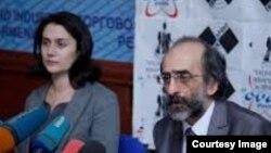 Փառատոնի կազմակերպիչներ Սոնա Հովհաննիսյանը (գործադիր տնօրեն) և Ստեփան Ռոստոմյանը (նախագահ), արխիվ: