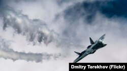 """Истребитель Су-57 (""""Сухой""""). Иллюстративное фото."""