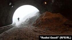 Тоннель «Истиклол» на Анзобском перевале, в 74 километрах к северу от Душанбе.