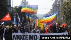 Imagine de la marșul gay de la Belgrad