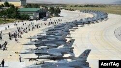 Военные самолеты НАТО в Турции.