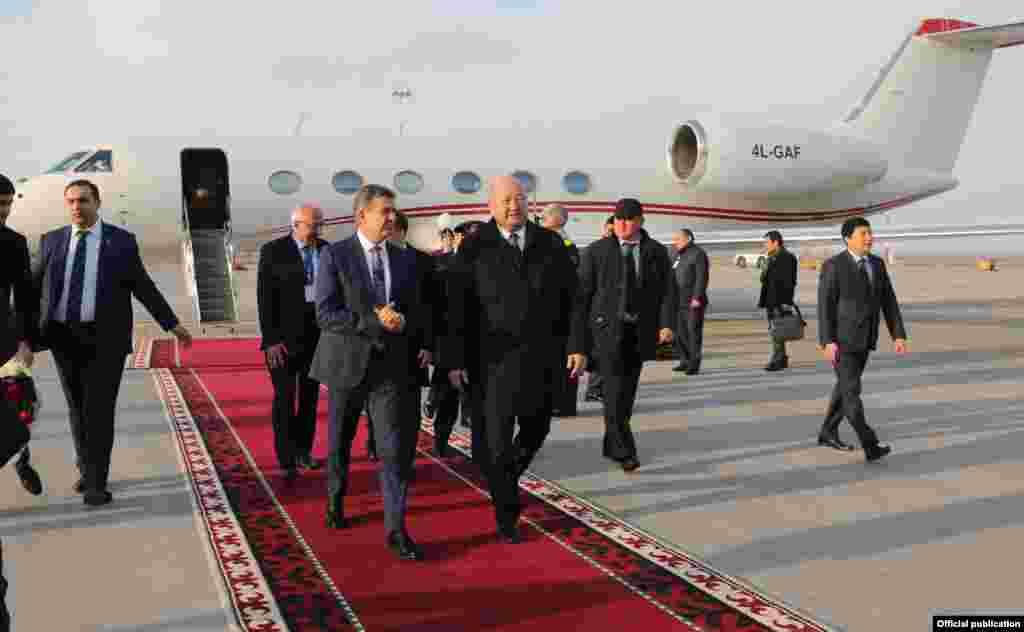 Армянская делегация во главе с председателем правительства Кареном Карапетяном.