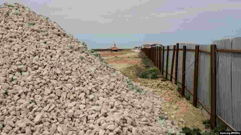 Все, что успел сделать предыдущий генподрядчик на ранее открытой пляжной зоне между Саками и поселком Прибрежное