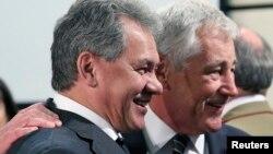 Міністри оборони США і Росії Чак Гейґел (праворуч) і Сергій Шойгу
