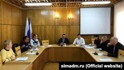 Александр Макарь (по центру) на заседании комиссии по восстановлению прав реабилитированных жертв политических репрессий в январе 2020 года