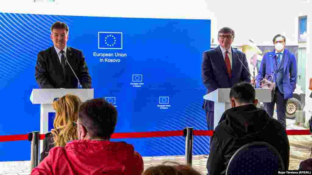 САД / КОСОВО / СРБИЈА - Специјалниот пратеник на Стејт департментот за Западен Балкан, Метју Палмер, денеска во Приштина повтори дека Соединетите држави силно го поддржуваат дијалогот меѓу Косово и Србија, што треба да резултира со постигнување конечен договор и заемно признавање.