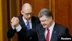 Президент Петро Порошенко Арсений Яценюктун өкмөтү боюнча турумун 16-февралда гана ачыктады.