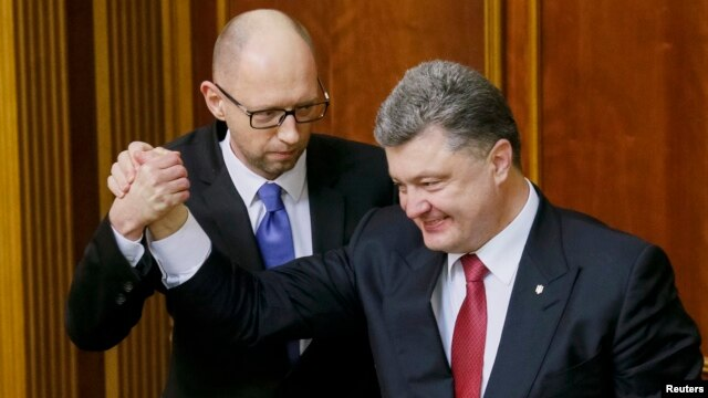 Did Ukrainian President Petro Poroshenko (right) have a behind-the-scenes role in ensuring Prime Minister Arseniy Yatseniuk survived a no-confidence vote on February 16? (file photo)