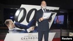 Принц Майкл Кентский выступает в Москве перед премьерой очередного фильма о Джеймсе Бонде Skyfall (2012)