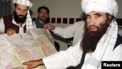 Джалалуддин Хаккани в свою бытность талибским министром по делам племен (во время визита в Пакистан в октябре 2001 года)