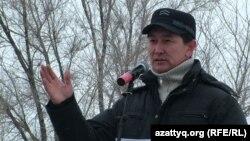 Жаңаөзен оқиғасының жүз күндігіне орай өткен қарсылық митингісін ұйымдастырушы Лұқпан Ахмедmяров. Орал, 24 наурыз 2012 жыл.
