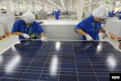 На фабрике по производству солнечных панелей в Ханчжоу. Эта продукция может стать объектом повышенных импортных пошлин