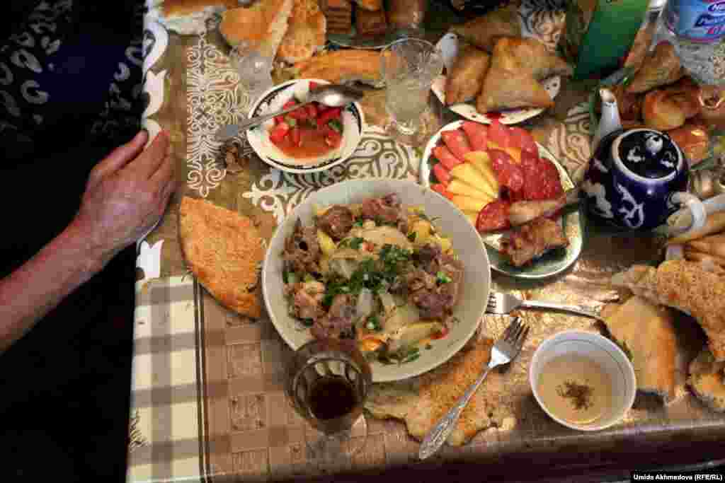 According to local traditions, Zarafshan Kazakhs offer visitors pilaf with meat.