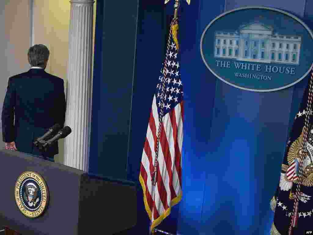 "Final press conference - U.S. President George W. Bush departs the Brady Press Briefing Room at the White House after holding his final press conference on January 12, 2009, in Washington, D.C. Bush said that he wanted a ""sustainable cease-fire"" in the Gaza Strip, but said it was up to Hamas to choose to end its rocket fire on Israel."