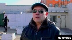 Салимжан Шамсутдинов возле следственного изолятора в Чите