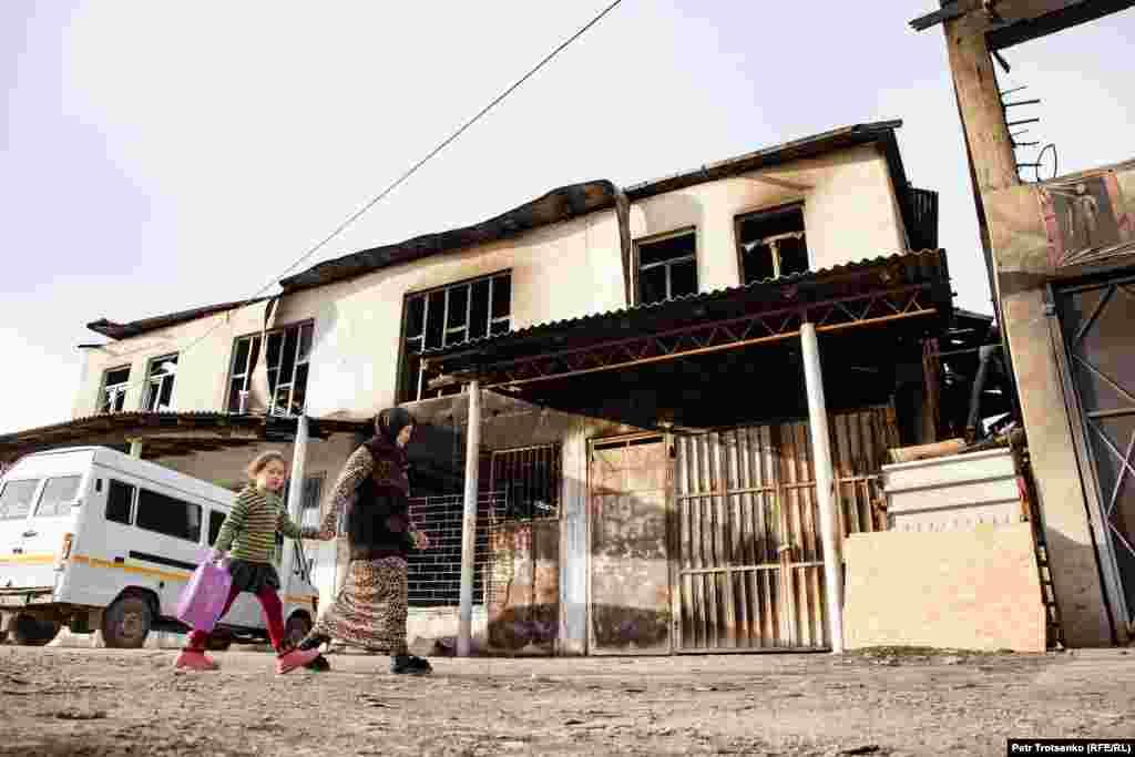 Burned building in the village of Masanchi. Zhambyl region, February 26, 2020. Сгоревшее здание в селе Масанчи. Жамбылская область, 26 февраля 2020 года.