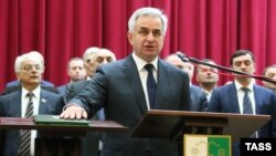 Raul Khajimba takes the oath of office in Sukhumi on September 25, 2014.