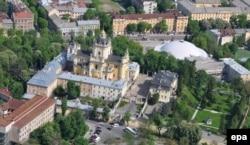 Вид на грекокатолический кафедральный собор св. Юра (Георгия) во Львове