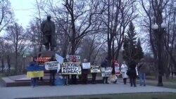 Россия: активисты вышли с пикетом в защиту крымских татар (видео)
