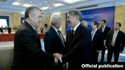 Текебаев менен Атамбаев.