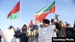 Фәүзия Бәйрәмова каршылык чарасында чыгыш ясый, Казан, 4 февраль 2012. Шамил Абдюшев фотосы