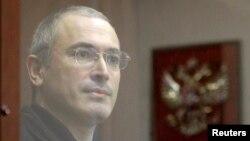 Михаил Ходорковский: за стеклом от правосудия. Фото 2010 года