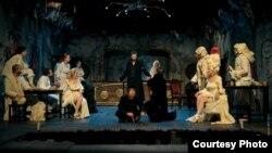"""""""Подемот и падот на кабарето"""", театарска претстава на режисерот Владимир Милчин."""