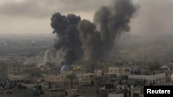 Клубы дыму пасьля выбухаў у Газе, 21 лістапада 2012