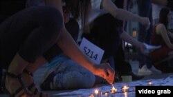 Beograđani pale svijeće za godišnjicu genocida u Srebrenici