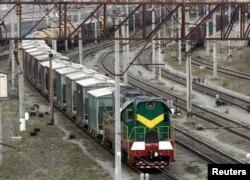 Грузовой поезд на станции Киев-Товарный