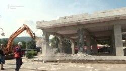 Уривање на објектот кај Мавровка