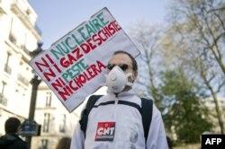 Protest u Parizu protiv eksploatacije gasa iz škriljaca, mart 2011.