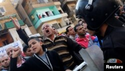 مسیحیان قبطی مصر تقریبا ۱۰ درصد از جمعیت ۹۰ میلیونی این کشور را تشکیل میدهند.