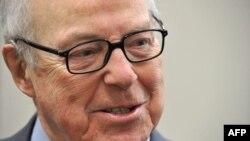 «هانس بلیکس» مدیرکل پیشین آژانس بین المللی انرژی اتمی معتقد است ایران در گفتگوهای اخیر «نشانه های مثبت» داده است