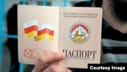 Алексею Санакоеву до сих пор не дали внятного ответа о происхождении гражданства третьей страны, хотя именно на этом основании ему отказали в регистрации