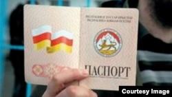 Многих экспертов настораживает время оформления россиянам югоосетинского гражданства – в канун президентских выборов